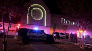 Download One dead, 5 hurt in San Antonio jewelry store robbery Video