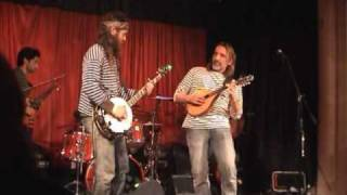 Download Dave Hum with The Huckleberries - Dueling Banjos Video