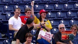 Download MIA@PHI: Vendor serenades Phillies' crowd Video
