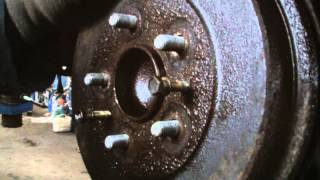 Download FORD FOCUS REAR BRAKE DRUM REMOVAL Video