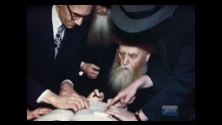 Download The Previous Rebbe Accepts US Citizenship Video