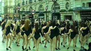 Download Flash Mob 100 Girls Dance in Piccadilly Circus to Beyonce Single Ladies Video