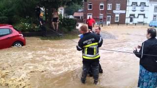 Download Inondation à Ittre - Sauvetage d'un enfant depuis le rond-point Video