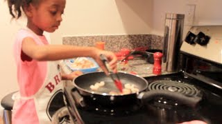 Download ◕‿◕ Brienas Audition Rachael Ray v Guy Fieri Kids Cook Off Video