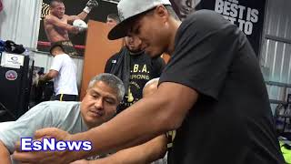 Download Mikey Garcia Gets Amazing Golden Gift From A Fan EsNews Boxing Video