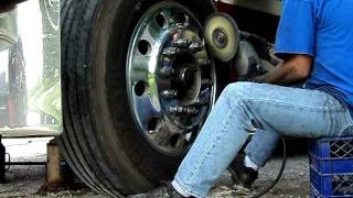 Download polishing aluminum wheel.avi Video