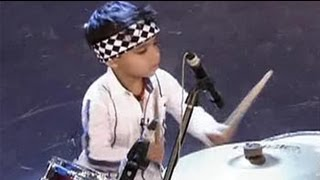 Download 3-year-old drums like a pro Video