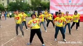 Download Nhảy dân vũ té nước Video
