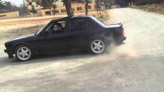 Download BMW drift - E30 - 325i donuts Video