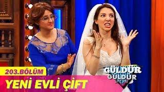 Download Güldür Güldür Show 203.Bölüm - Yeni Evli Çift Video