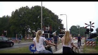 Download Levensgevaarlijk: Stoer doen op een overweg Video