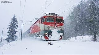 Download Trenuri prin ninsoare în Sinaia / Trains in a Winter Storm in Sinaia Video