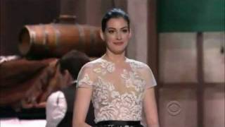 Download Anne Hathaway sings ″She's Me Pal″ to Meryl Streep Video
