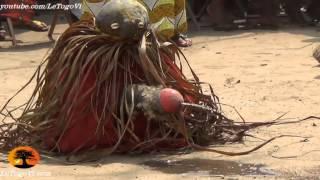 Download Démonstration de force des adeptes vaudou à Agbanakin lors de la tournée de l'ANC[15/2/14] Video