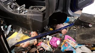 Download Cleaning the dirtiest car ever! Ford S max Part 1 interior. Video