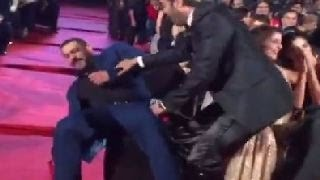 Download Bollywood Stars FALLING in Public | Salman Khan, Sonakshi Sinha and more Video