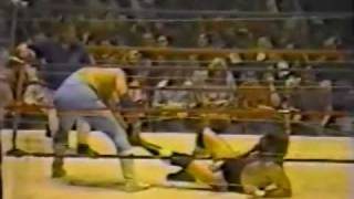 Download Barbed Wire Match! Jerry Lawler vs Dutch Mantell - Part 1 of 2 (3-29-82) Memphis Wrestling Video