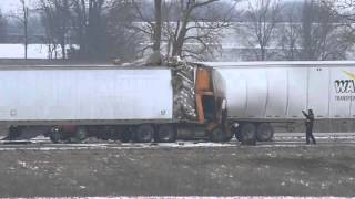 Download Three truck accident closes southbound I-35 at 159th Street Video