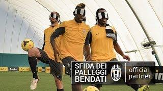 Download I giocatori della Juventus nella sfida dei palleggi bendati Video