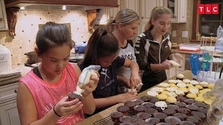 Download See How Chaotic Cupcake Decorating In The Gosselin House Can Be | Kate Plus 8 Video