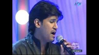 Download KS Chitra and Vijay Yesudas sing ″Oh Sainaba..″ Video