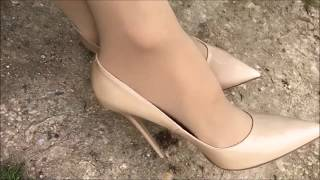 Download Driving in Jimmy Choo Anouks Video