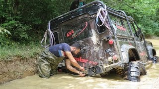 Download LAND ROVER Defender 90 V8 & 90 TDI & Discovery TD5 **Extreme Offroad** Video