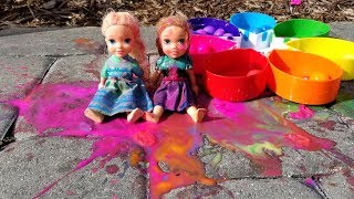 Download Paintballs ! Elsa and Anna toddlers playing with colors - water fun - splash Video