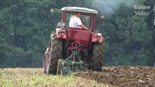 Download Historisches Pflügen mit alten Traktoren und Schleppern - historic ploughing Video