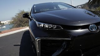 Download On the road: Toyota Mirai (On Cars) Video