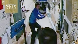 Download Chinese astronauts play ping-pong and do gymnastics in space Video