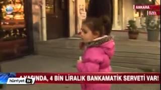 Download Bankamatik tuşlarına basarak oynayan küçük kız 4 bin tl para çekti Video