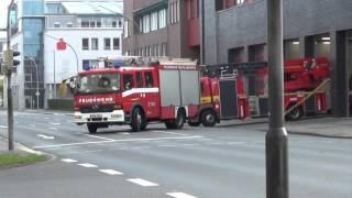 Download Feuerwehr reißt Schlauch ab auf Alarmfahrt + Pressluft in der Halle (Weihnachts-Special 2015) Video