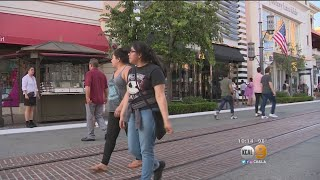Download The Grove Suffers Power Outage As Heat Wave Sweeps SoCal Video