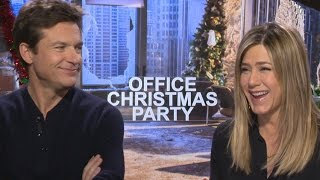 Download Jennifer Aniston and Jason Bateman Debate Over Who is the Bigger Party Animal Video