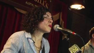Download Carrie Rodriguez ″La Punalada Trapera″ Video