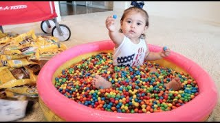 Download BABY COVERED IN 1 MILLION M&M's!!! Video