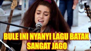 Download GAK DISANGKA BULE INI NYANYI LAGU BATAK SANGAT JAGO.. Video