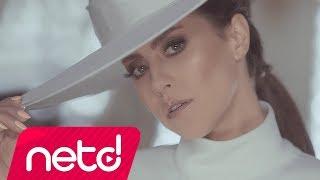 Download Derya Uluğ - Ne Münasebet Video