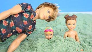 Download Frozen Sophia e Alicia Conhecem a Praia!! Completo em Português Barbie Doll Story Video