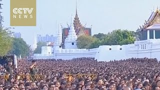 Download Thai King's death: thousands visit Grand Palace to say farewell Video
