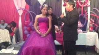 Download Discurso de un padre emocionado por los XV de su hija Video