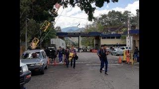 Download Hondureños cruzan territorio guatemalteco Video