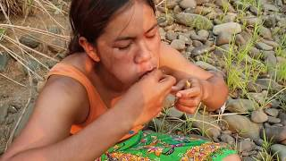 Download Survival skills:find small in intestine pig by hand - burn eating delicious #26 Video