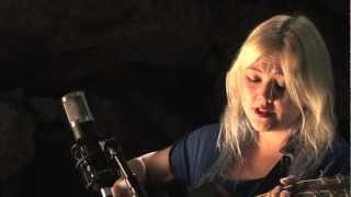 Download Elle King plays ″Ain't No Sunshine″ by Bill Withers - Legends of La La Video