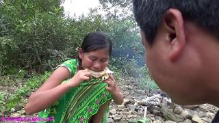 Download Primitive technology - Primitive skills finding food and cooking chicken - Eating delicious Video