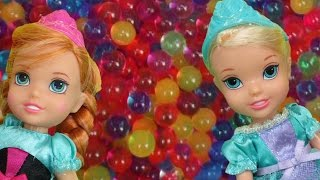 Download Elsa and Anna toddlers have fun in ORBEEZ ! They slide into colorful water beads! Video