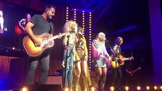 Download Miranda Lambert and Little Big Town sing ″Goodbye Earl″ live on the Bandwagon Tour Video