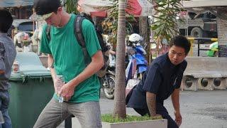 Download ฉี่ที่สาธารณะ!! ฝรั่งแกล้งคนไทย ฮามากกกกก Video
