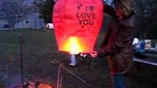 Download How to light a sky lantern Video